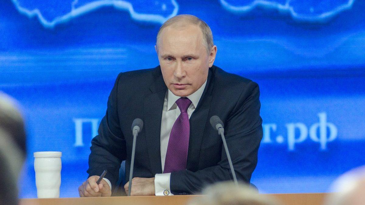 Putin parla in una conferenza stampa
